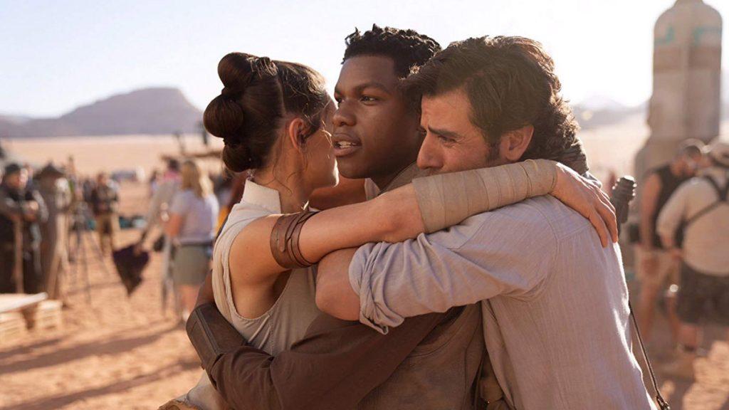 Rey, Finn dan Poe Dameron berpelukaaaannnn