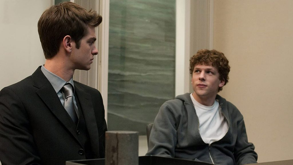 Andrew Garfield dan Jesse Eisenberg dalam The Social Network (2010) - 25 Film Terbaik Dekade 2010