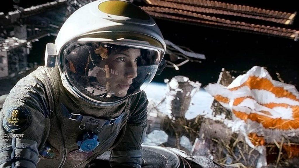 Sandra Bullock dalam Gravity (2013) - 25 Film Terbaik Dekade 2010